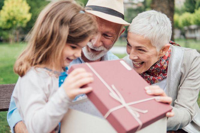 grands-parents économisent pour leurs petits-enfants